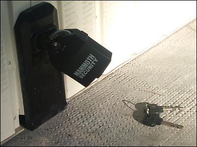 Cadenas Cadenas Au Sol Pour Garage Avec Raimbaldi Point Fort Fichet - Securiser porte de garage basculante